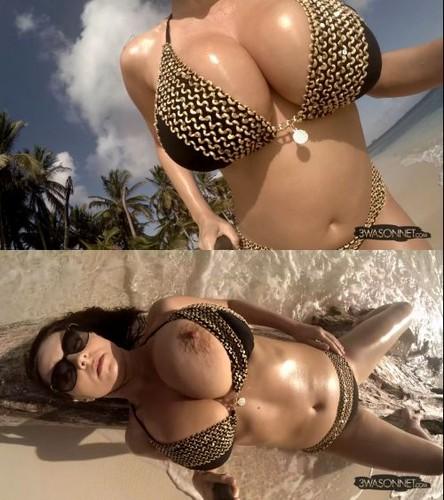 Ewa Sonnet – Busty Bikini