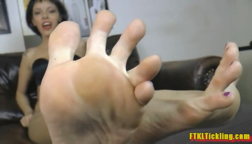 Bella's Foot Bitch! (800x500)