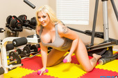 Leya Falcon - Big Butt Leya Falcon Works Out Then Sticks Dumbbells Inside Her-d5niqknj1r.jpg