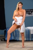 Abbey Brooks - Show Me How You Jerk Off (solo) 06p9tjid7r.jpg